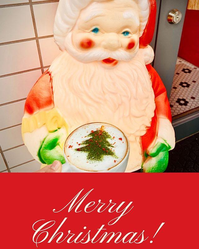 Merry Xmas️🏻.クリスマスムードな街中ですねニーマにもサンタさんがいてますよ︎笑.ヘッドスパスパで癒されても良し🏻♀️🏻♂️コーヒーで一息してもよし️皆様にとってほっとできる場所であると幸せです#niima #niimacafe #niimacafeetsalon #cafe #coffee #ニーマカフェ #ニーマカフェエサロン #南森町 #大阪天満宮 #大阪市北区 #大阪市北区東天満 #東天満カフェ #カフェスタグラム #大阪カフェ巡り #大阪カフェ #大阪珈琲 #エスプレッソ  #ヘッドスパ #サロン #ヘナ #美容室