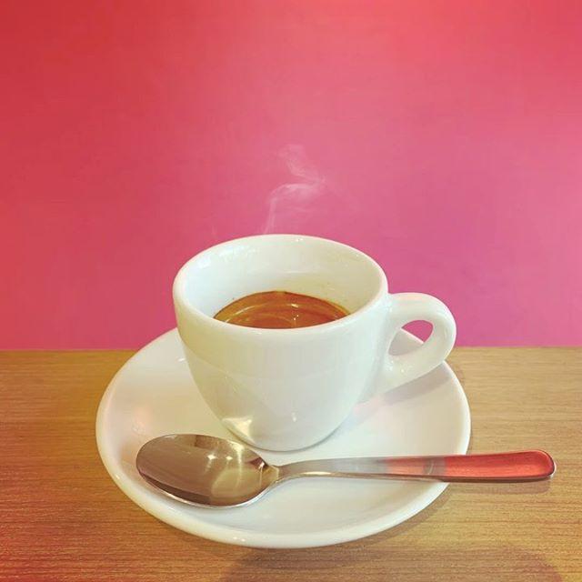 エスプレッソは如何ですか?お砂糖をたっぷり入れてスプーンでクルクル50回くらい混ぜて飲むのがオススメです♪#niima #niimacafe #niimacafeetsalon #cafe #coffee #ニーマカフェ #ニーマカフェエサロン #南森町 #大阪天満宮 #大阪市北区 #大阪市北区東天満 #東天満カフェ #カフェスタグラム #大阪カフェ巡り #大阪カフェ #大阪珈琲 #エスプレッソ  #ヘッドスパ #サロン #ヘナ #美容室